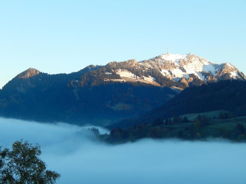 Nebel im Ostrachtal, Hintergrund Grünten   Berggasthof Sonne in Sonthofen